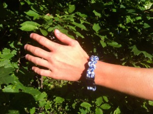 Learn how to make paracord bracelets with the Survival Bracelet How to Guide