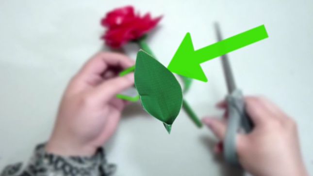 4. Cut a strip of duct tape about four inches (10.16 cm) long. Fold it over on itself. Then, cut a leaf shape. The shape should be an oval shape with a point at the top and the bottom, which is a typical leaf form. If you need assistance, use a template online.